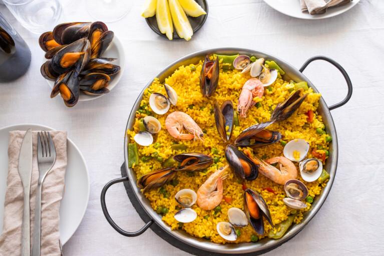 Крещеная сковородкой. Как простонародной паэлье удалось стать «кулинарной визиткой» Испании