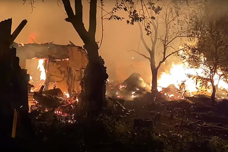 В Ужгороде в пожаре сгорело несколько ромских домов (ФОТО, ВИДЕО)