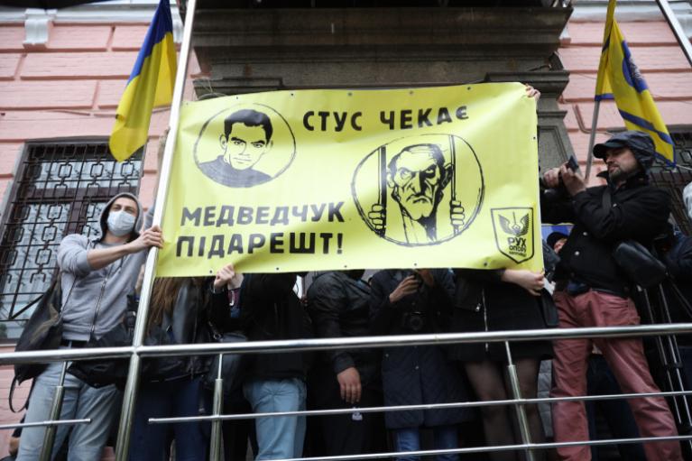 Справа Медведчука: під Печерським судом сталися зіткнення (ФОТО)