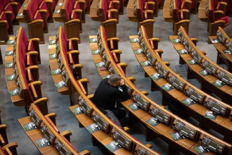 Раде предлагают собраться на внеочередное заседание ради обращения к Конгрессу США