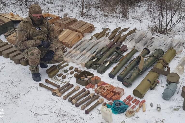 СБУ виявила ще один схрон бойовиків на Луганщині  (ФОТО)