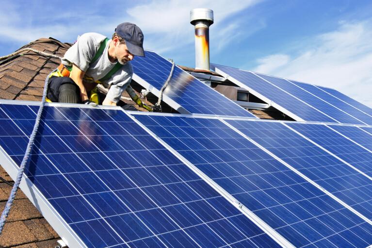 Сонячні станції для будинку. Чи будуть українці торгувати своєю електрикою  по-австралійськи?
