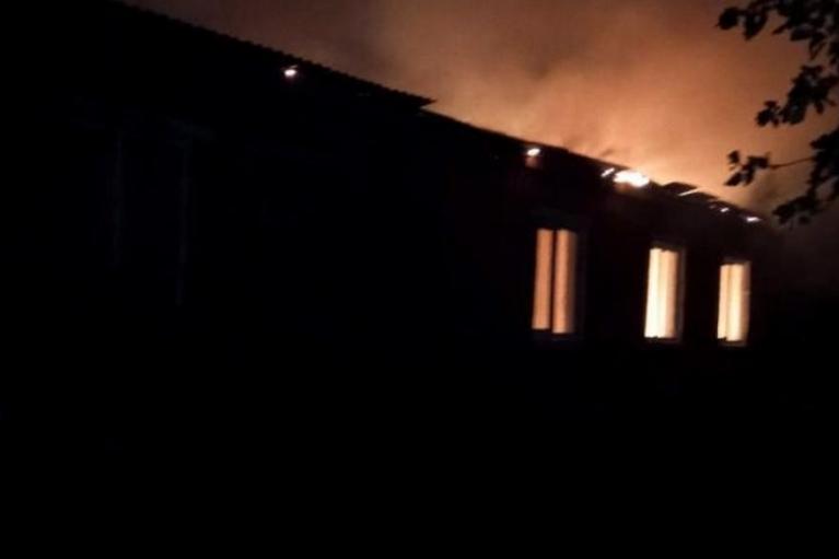 На Ровенщине из-за удара молнии загорелась школа (ФОТО)