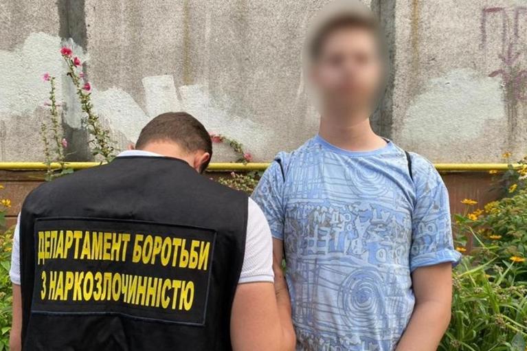 Галлюциногенные грибы в шоколаде и ЛСД: в Киеве изъяли партию наркотиков на 4 млн грн (ФОТО)