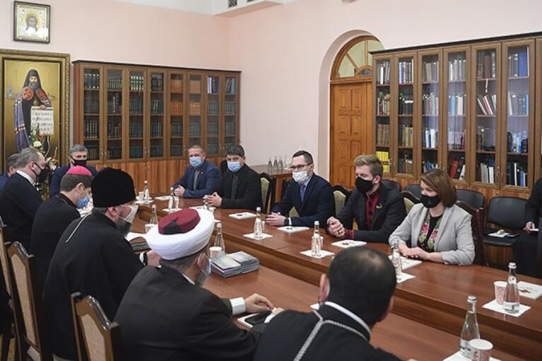 Совет Церквей одобрил старт вакцинации в Украине, но предостерег от тоталитаризма