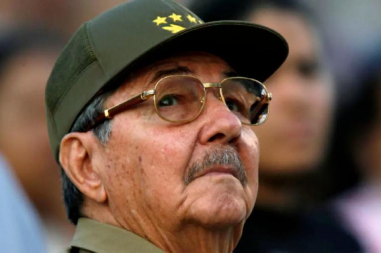 Кастро покидает пост лидера Компартии Кубы