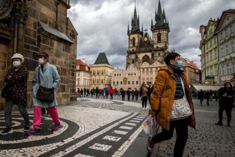 Коронавірус у світі: в Чехії встановлений антирекорд тяжкохворих