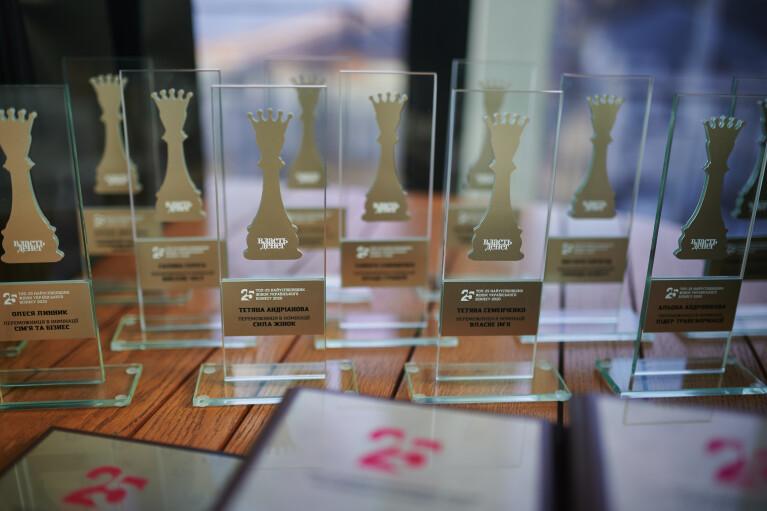 """Журнал """"Власть денег"""" вручил награды победительницам рейтинга ТОП-25 бизнес-леди Украины (ФОТО)"""