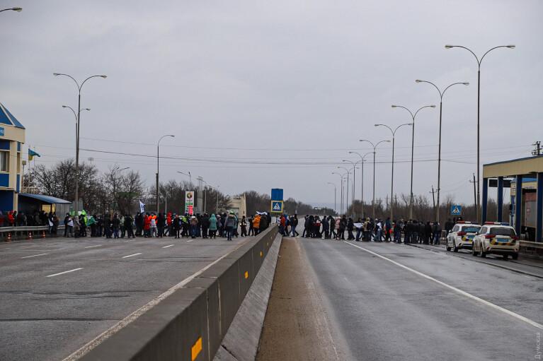 В Одессе моряки и работники порта перекрыли дорогу, требуя отставки Криклия (ФОТО, ВИДЕО)