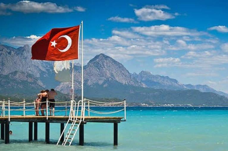 В Турции решили сохранить комендантский час