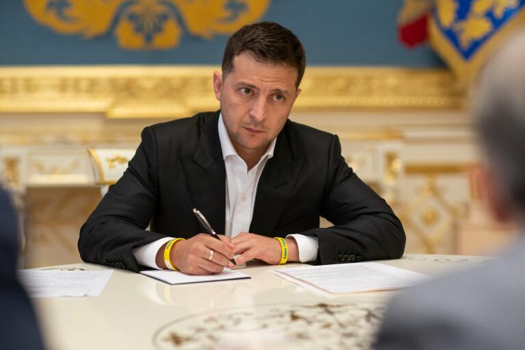 Зеленский утвердил Стратегию для своего представительства в Крыму