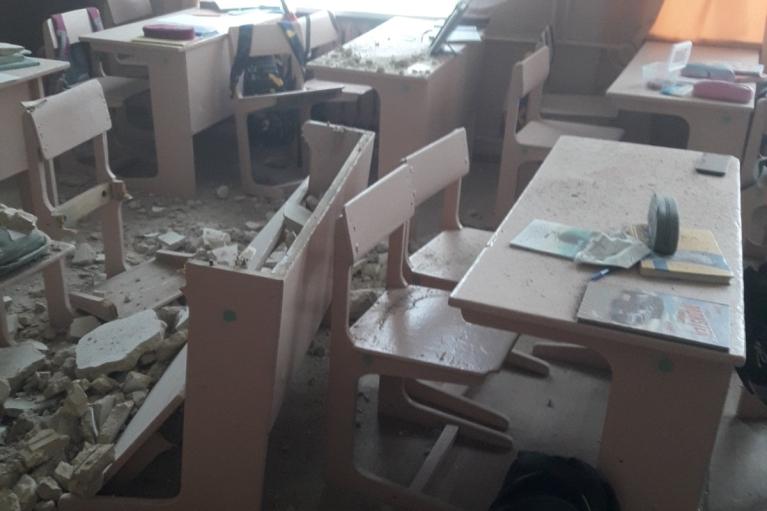 В школе на Черниговщине уже в третий раз обвалился потолок (ФОТО)