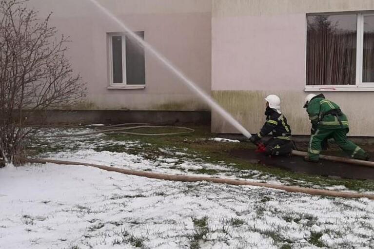 """На Прикарпатье горела """"коронавирусная"""" больница, эвакуировали почти 40 человек (ФОТО, ВИДЕО)"""