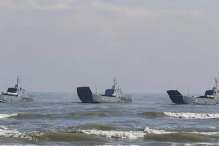 """""""Учения"""": 15 военных кораблей РФ вошли в Черное море"""
