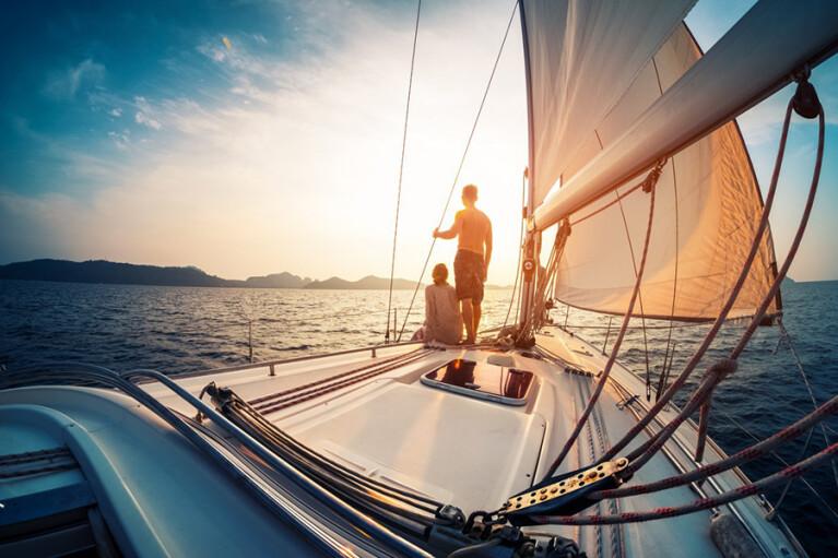 Через океан на рыбацкой лодке. Как коронавирус устроил сюрприз молодоженам