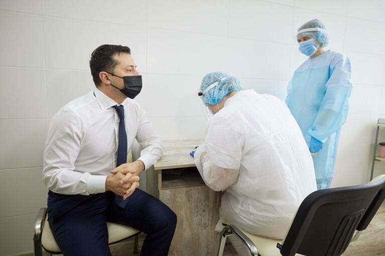 """""""Путь возвращения к нормальной жизни"""": Зеленский прорекламировал COVID-вакцинацию"""