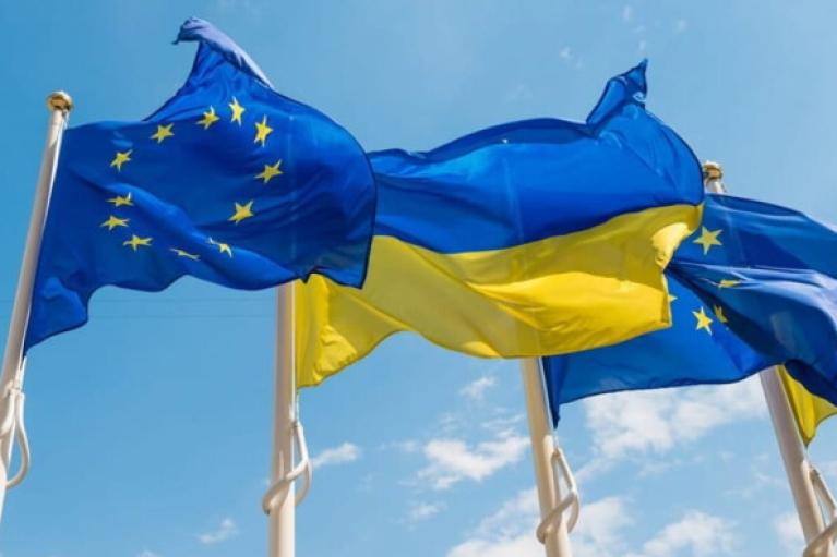 ЄС планує розглянути створення військової та навчальної місії в Україні