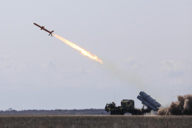 """Позитив тижня. ВМС створили ракетний дивізіон для """"Нептунів"""""""