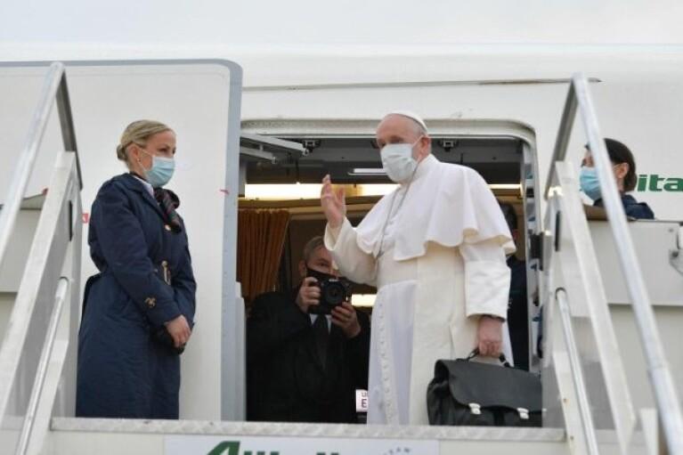 Папа Римский впервые в истории прибыл в Ирак (ВИДЕО)