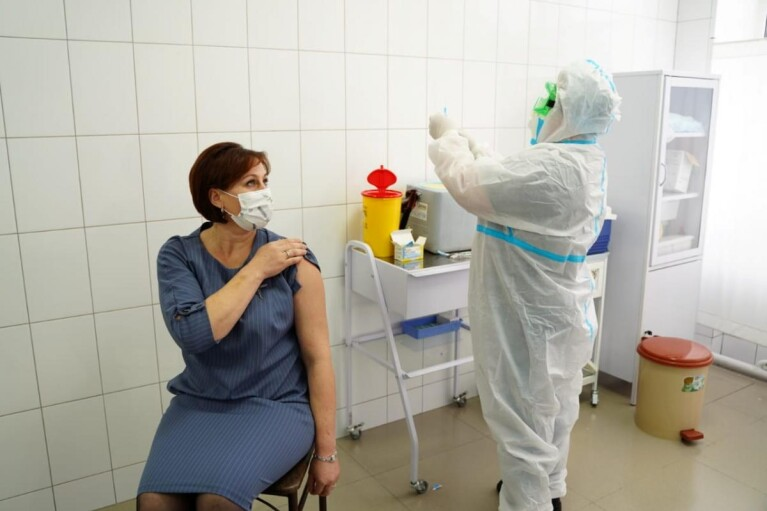 На вакцинацію записалися майже пів мільйона українців: найменше охочих — серед літніх людей