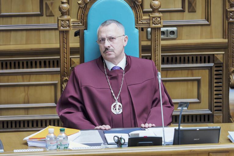 Зеленський звільнив суддю КСУ Головатого з Венеціанської комісії і знову його призначив