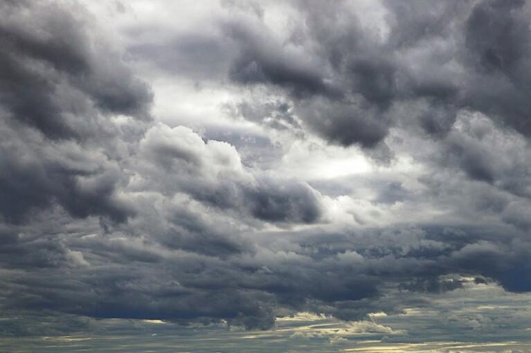 Хмарно, місцями мокрий сніг: прогноз погоди на 28 лютого (КАРТА)