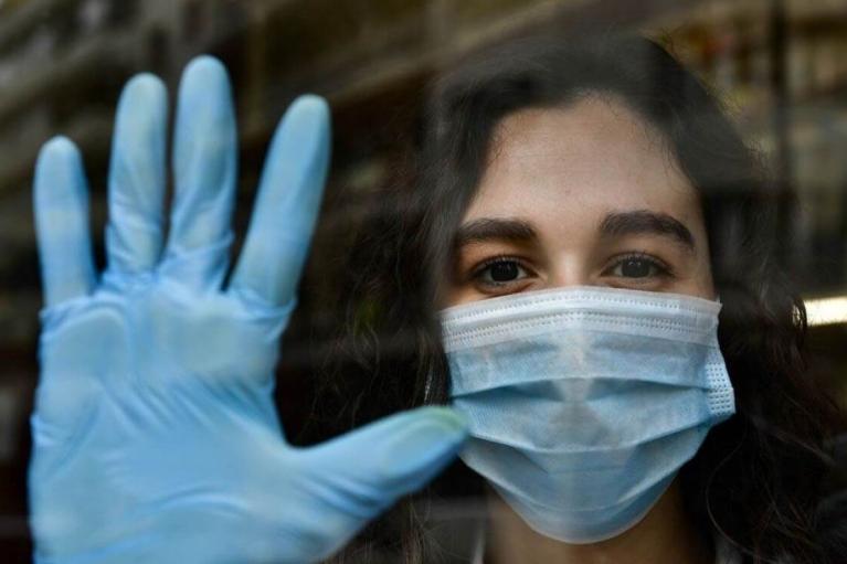 Сліди крові та відходів, - до США мільйонами завозять використані медичні рукавички