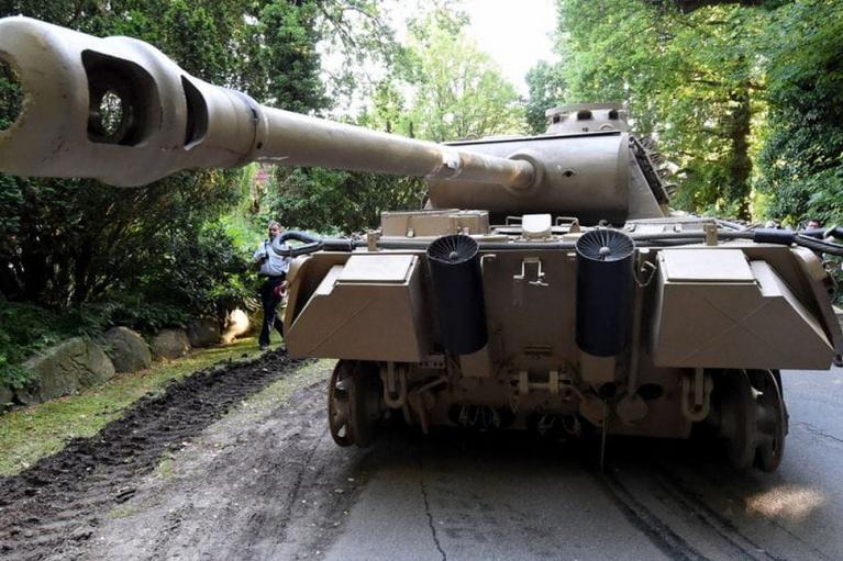 У Німеччині пенсіонер отримав штраф в 250 тисяч євро: зберігав у підвалі танк