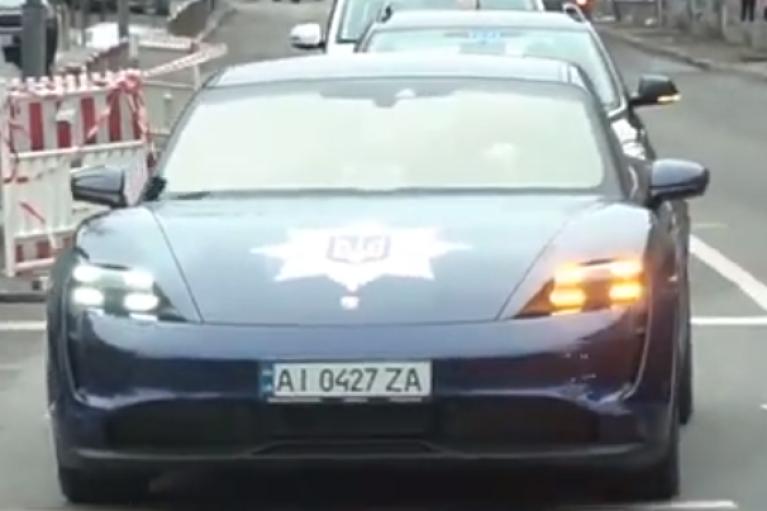 По улицам Киева рассекал полицейский Porsche (ФОТО, ВИДЕО)