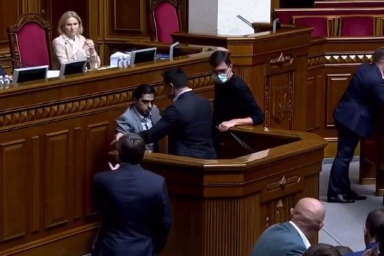 В Раде не смогли наказать Лероса и Тищенко за толкотню возле трибуны
