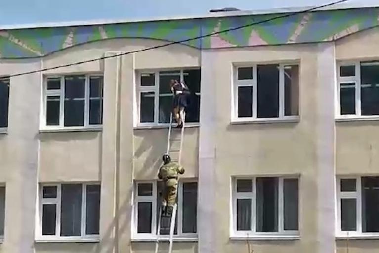 В российской школе произошла стрельба, есть жертвы (ВИДЕО)