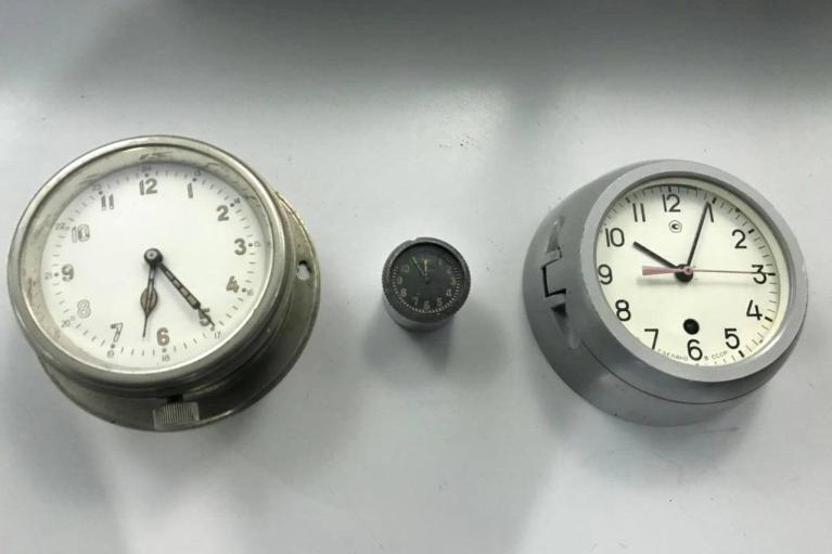 """В """"Борисполе"""" таможенники изъяли у пассажира """"фонящие"""" корабельные и авиационные часы"""