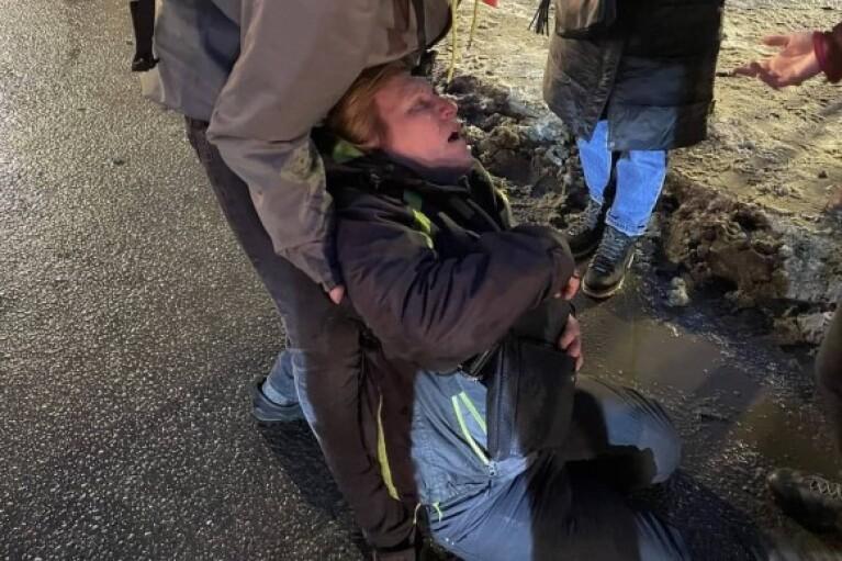 Протесты в России: избитая силовиками женщина в реанимации (ВИДЕО)