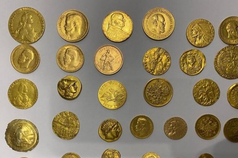 СБУ задержала контрабандистов со старинными предметами на миллион долларов (ФОТО)