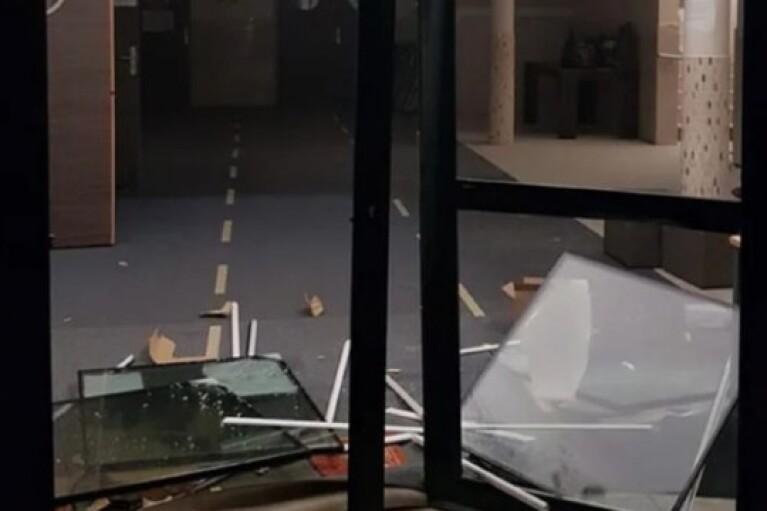 Неизвестные осквернили мечеть в пригороде Парижа (ФОТО)