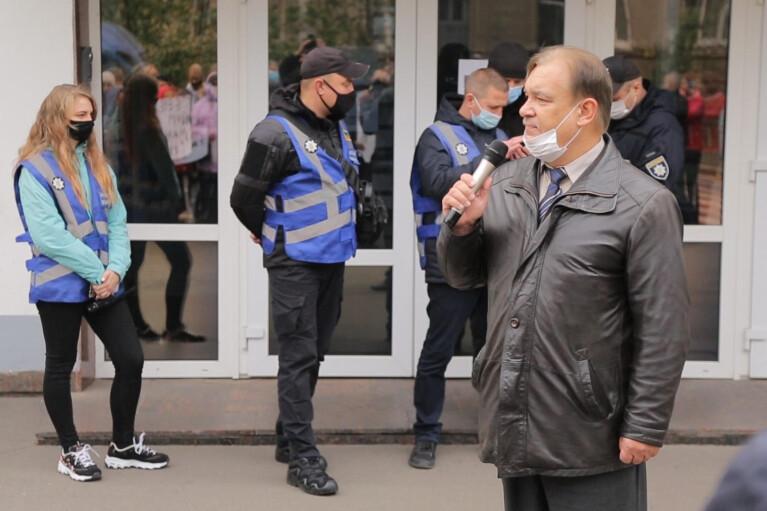 Валерий Решетинский: Мы знаем, кто стоит за рейдерскими атаками на центр. Надеемся, власть не допустит произвола