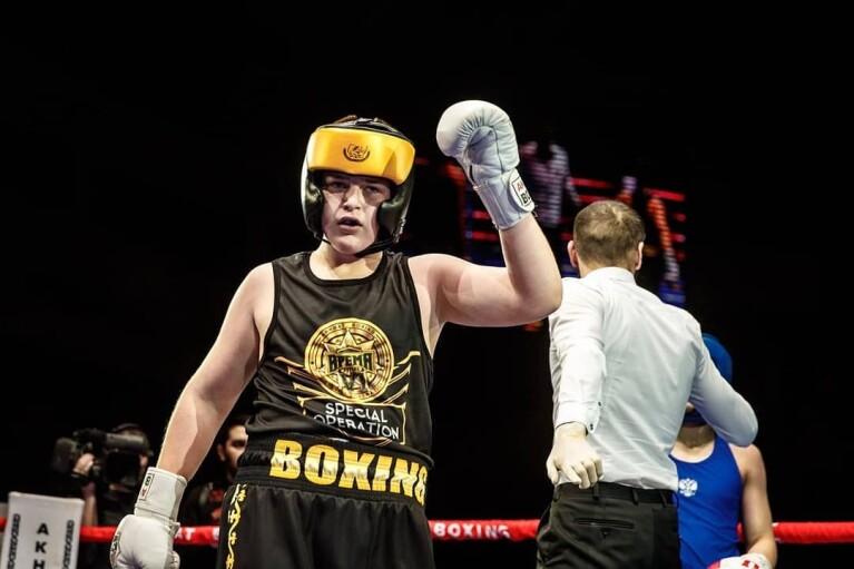 Синові Кадирова присудили перемогу в боксерському поєдинку після того, як його побив суперник (ВІДЕО)