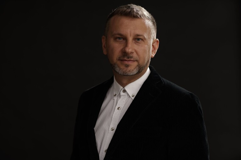 """Канал """"Украина"""" представил музыкального продюсера шоу """"Маска"""""""