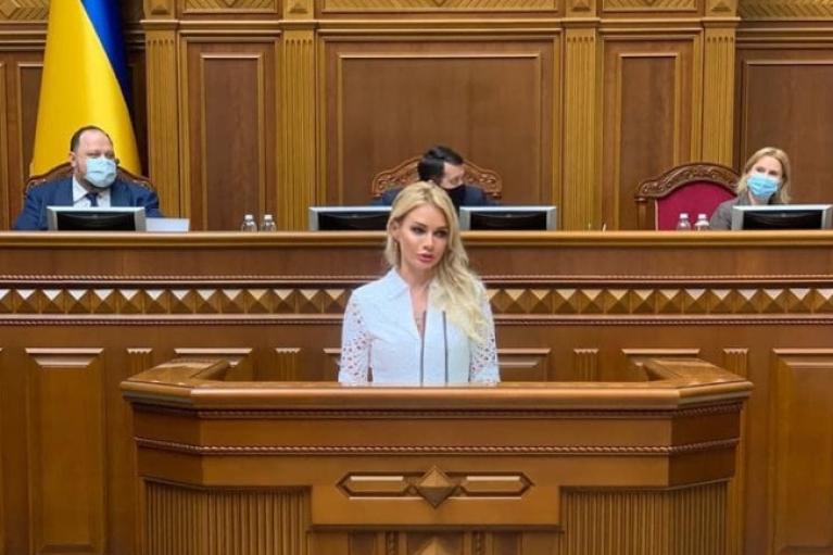 """""""Слуга"""" Аллахвердиева задекларировала подарок на сумму ₴5,3 млн и дорогие часы"""