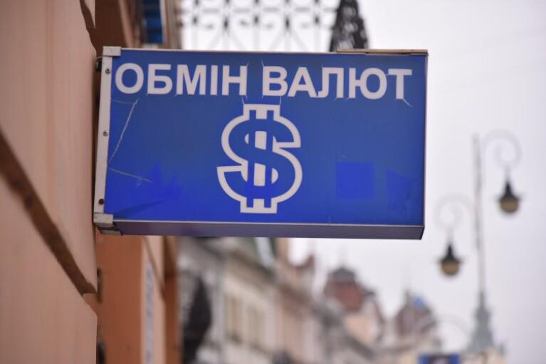 """Курс валют на 14 квітня: долар піднявся вище """"психологічної позначки"""""""