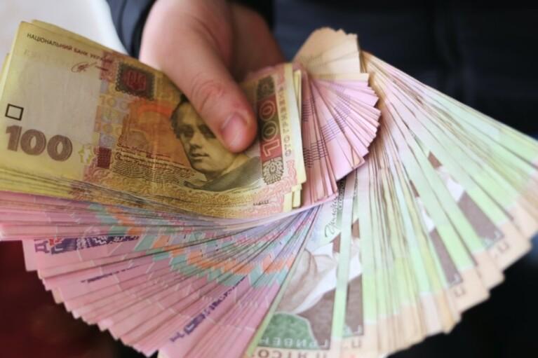 Кабмін назвав, хто зможе отримати 8 тисяч грн карантинної компенсації (СПИСОК)