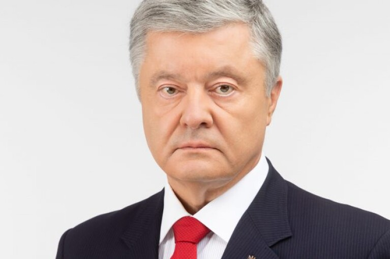 Порошенко призывал немедленно созвать внеочередное заседание Рады из-за ситуации с вакцинами