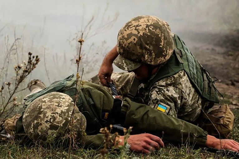 Под Новотроицким произошел бой: один военный ВСУ погиб, второй — тяжело ранен