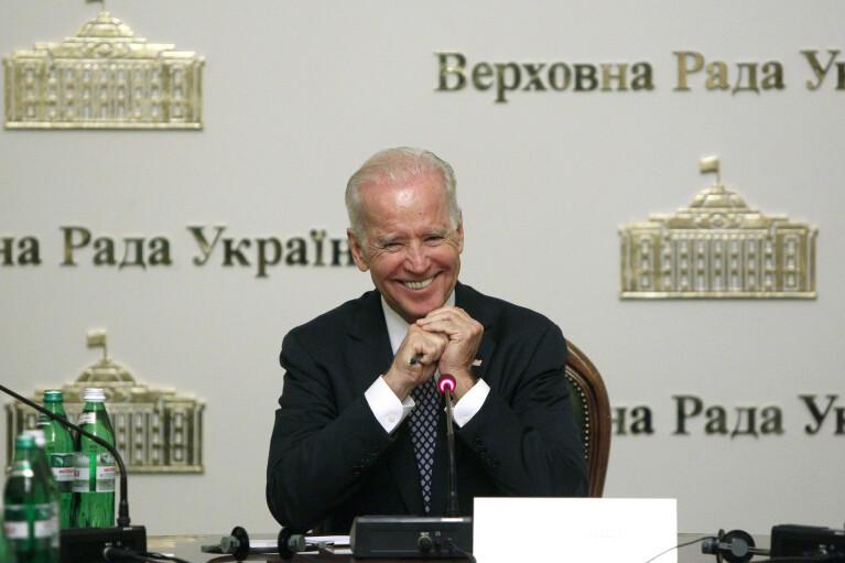 Байден готов жестко толкать Украину к реформам, — экс-посол США