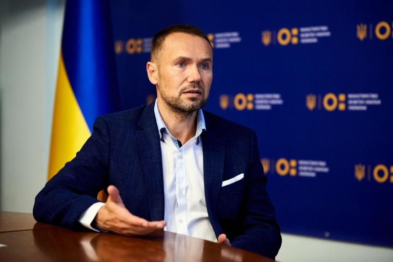Шкарлет склав іспит на володіння українською