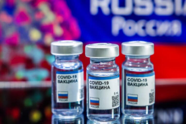 Латвия может закупить путинскую вакцину, если ее одобрят в ЕС