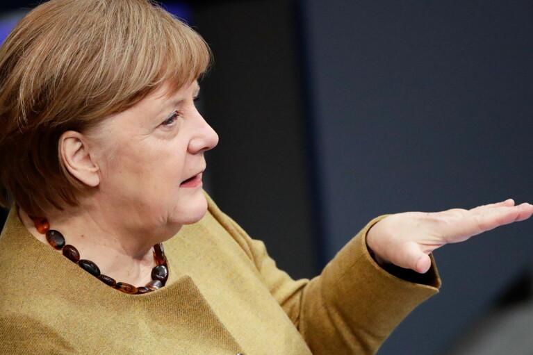 66-летняя Меркель получила прививку вакциной AstraZeneca