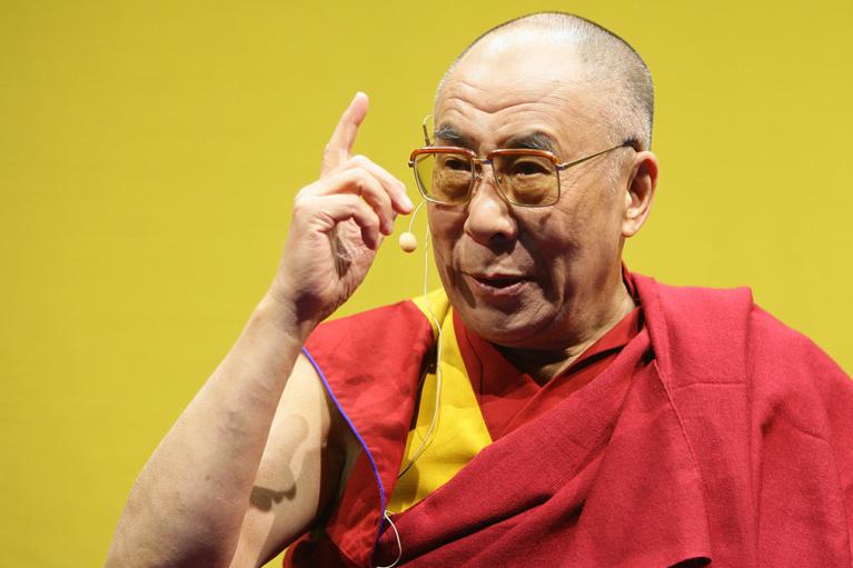 Далай-лама мечтает стать женщиной