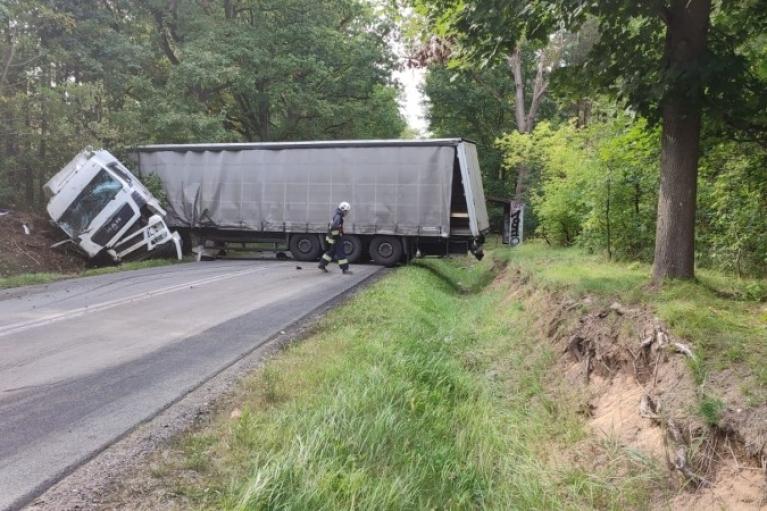У Польщі мікроавтобус зіткнувся з вантажівкою: загинули двоє українців