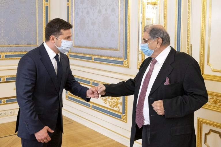 Зеленский пообещал издать указ о спасении индийцев